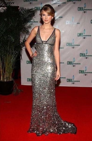 Тейлор Свифт в вечернем платье Faviana