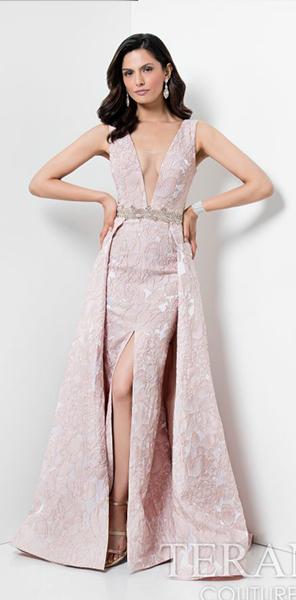 Вечернее платье с V-образным вырезом от Terani Couture