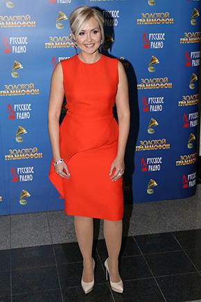 Фото Василиса Володина в модном красном платье