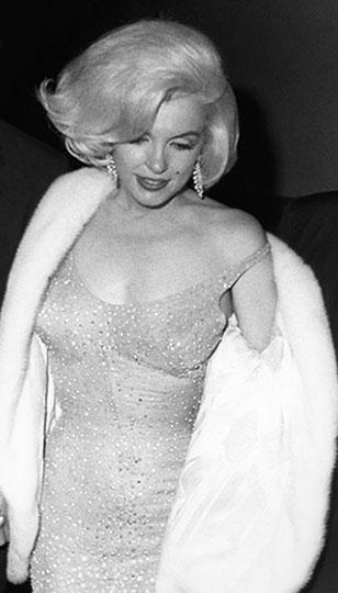 Мэрилин Монро в облегающем прозрачном платье от дизайнера Жана Луи