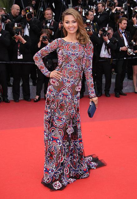 Виктория Боня в платье с орнаментом