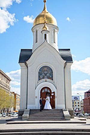 Белоснежная часовня. Свадебные и вечерние платья в Новосибирске фото