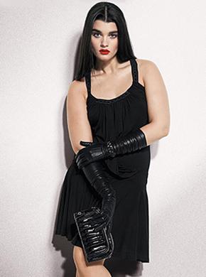 Модель Crystal Renn в вечернем платье