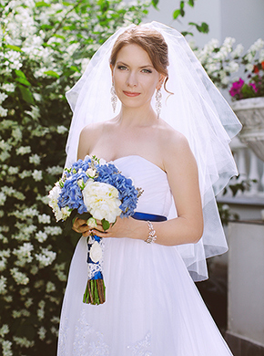 Прекрасная невеста в платье а-силуэта от салона GraceEvening. Фото