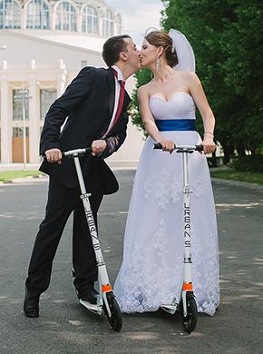 Настоящие райдеры на самокатах молодожены Ирина и Алексей