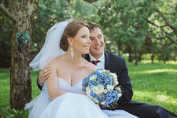 Счастливые молодожены Ирина и Алексей фото