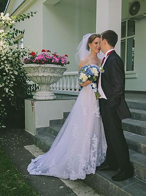 Фото Ирина и Алексей возле Дворца бракосочетания