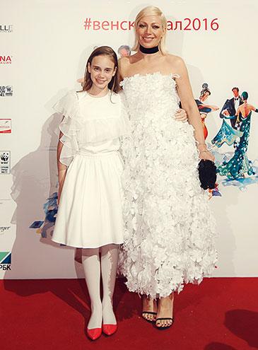 Телеведущая Аврора со своей дочерью