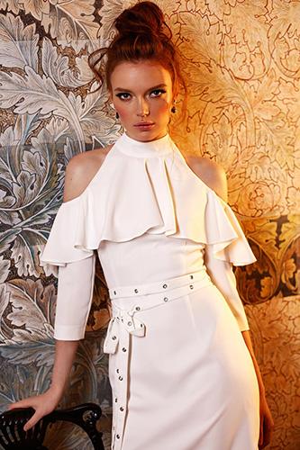 Эффектное платье с воланом и открытыми плечами. Салон GraceEvening