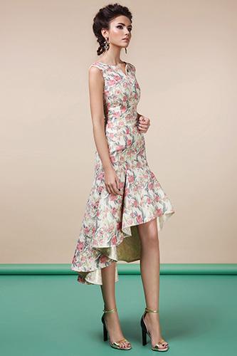 Романтичное пастельное платье с воланом по косому подолу. Салон GraceEvening