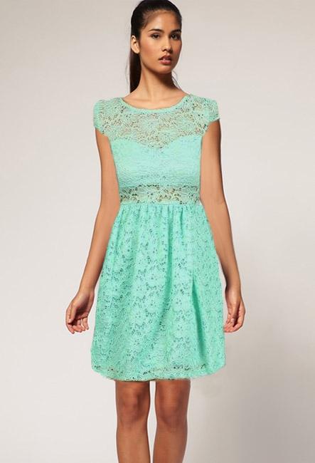 Мятное кружевное платье